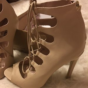 Boutique lace up bootie heel size 8